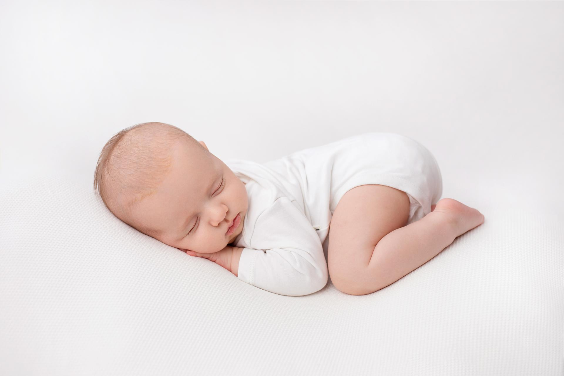 The white session #thewhitesession newborn