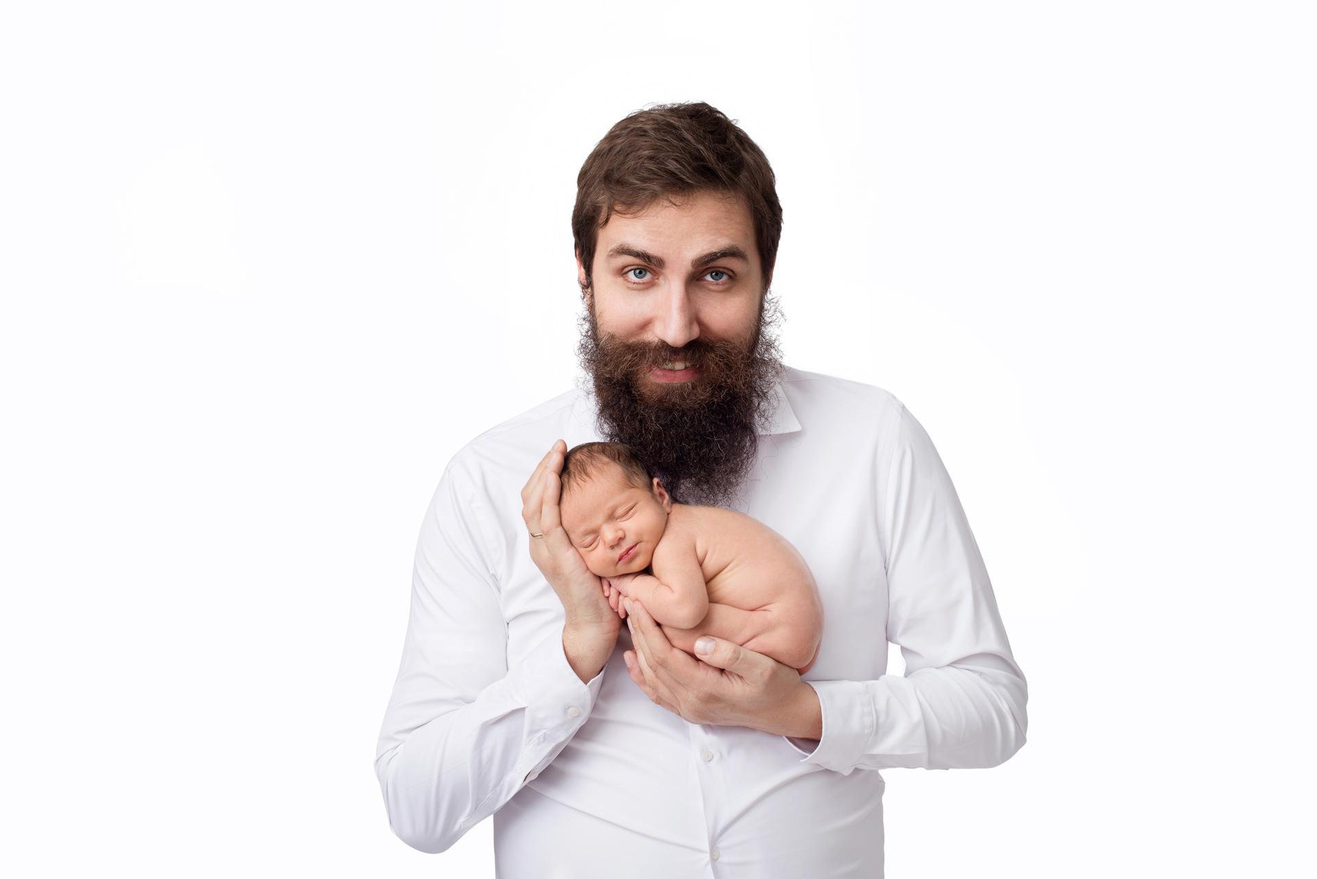 Бялата сесия #бялатасесия татко и новородено