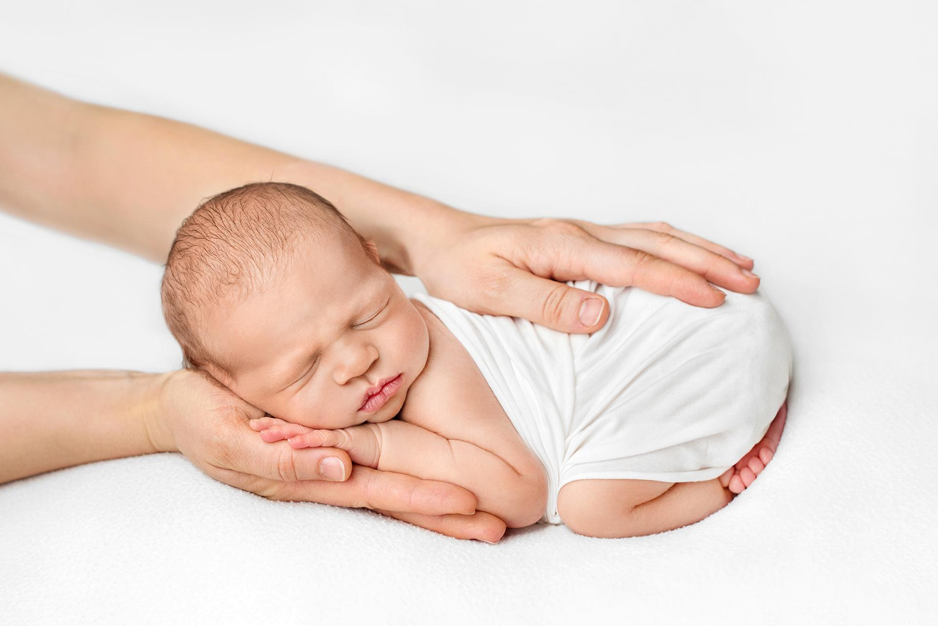 The white session #thewhitesession newborn and mother hands